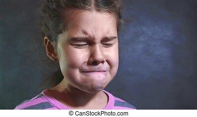 mouvement, triste, émotions, violence, portrait, girl, despair., famille, style de vie, pleurer, peu, prier, lent, désespoir, crying., concept, video., elle