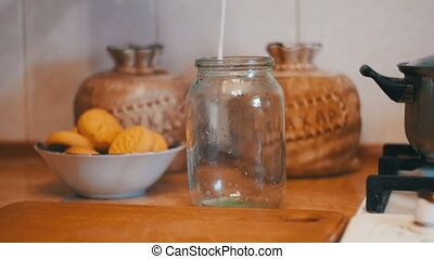 mouvement, versé, lait, maison, fond, lent, kitchen., transparent, banque