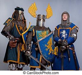 moyen-âge, isolé, gris, trois, arrière-plan., chevaliers
