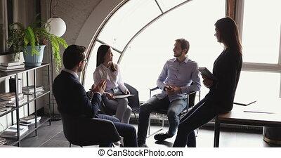 multiethnic, équipe, espace de travail, idées, bureau, brain-storming, moderne, rassemblement, business