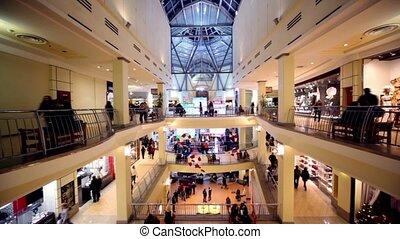 multiple, centre, asseoir, gens, promenade, autre, planchers, long, banc, boutiques, commercer
