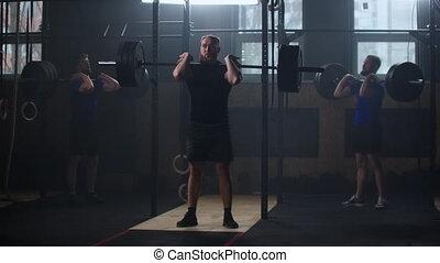 musculaire, apprécier, trois, culturiste, exercice, formation, sain, fitness, barre disques, lifestyle., pratique, gymnase, utilisation, puissance, s'accroupit, haltérophilie, poids, lourd, homme, sportif, levage