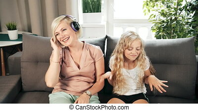 musique, fille, écoute, mère