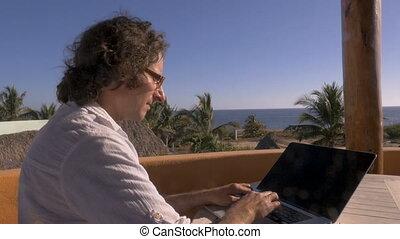 négligence, bureau, ordinateur portatif, utilisation, poussée, maison, homme, plage, dehors