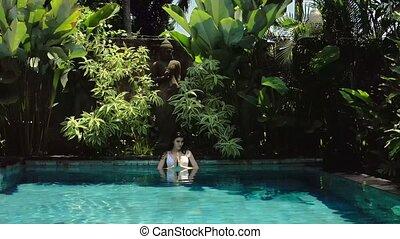 namaste, extérieur, projection, salutation, brunette, mains, girl, piscine, natation