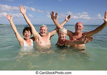 natation, océan, gens retraités