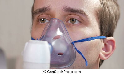 nebulizer., via, asthme, traite, aéroroutes, masque, jeune, empêcher, inflammation, tenant inhalateur, toux, home., homme