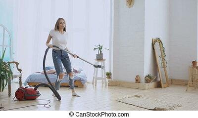nettoyeur, danse femme, maison, jeune, nettoyage, vide, amusement, maison, chant, avoir