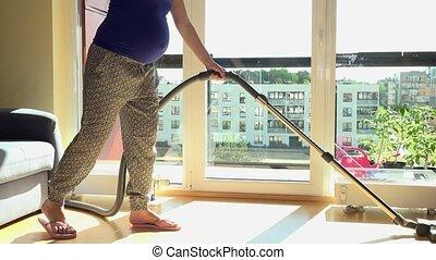 nettoyeur, femme, pregnant, plancher bois, nettoyage, vide, maison, caucasien