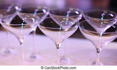 nightclub., côté, foyer., gros plan, sommet table, lunettes, vue, cocktail, doux