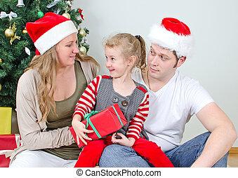 noël, famille, heureux, portrait, devant, arbre.