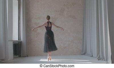 noir femelle, exercises., danse, fenêtre, motion., lent, movesby, répète, studio, jupe, ballet, sunlight., baigné, spacieux, transparent, danseur