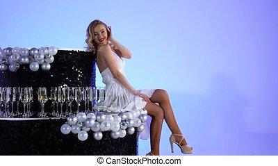 noir, image, poser, blanc, magnifique, merlin, blond, arrière-plan., haut., monroe, robe, lent, bleu leger, jeune, fin, studio, court, séance, cake., quoique, femme, motion.