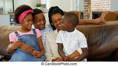 noir, maison, confortable, vue, divan, 4k, jeune, devant, famille, séance