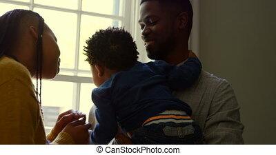 noir, maison, sien, confortable, vue, bébé, tenue, père, 4k, devant, jeune