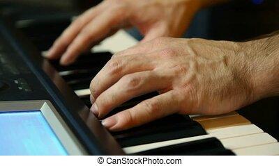 non identifié, gros plan, synthétiseur, joueur, clavier, jouer