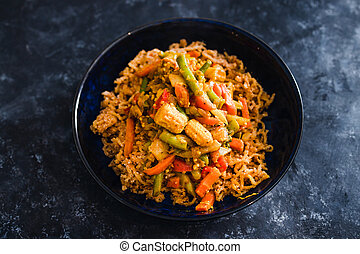 noodls, vegan, sauce, gingembre, végétariens, curry, nourriture, plant-based, remuer, vert, frit
