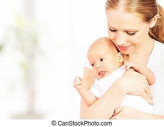 nouveau-né, bras, mère