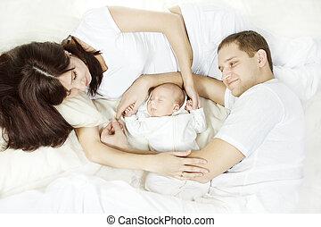 nouveau né, concept, famille, jeune, bas, parenting, mensonge, bébé, regarder, child.