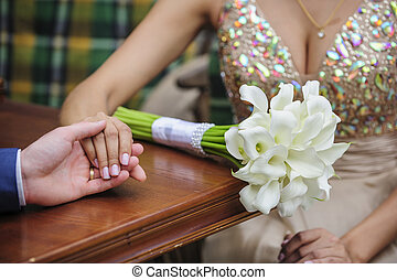 nouveaux mariés, mains, tenue, café