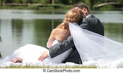nouveaux mariés, rivage, embrasser