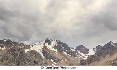 nuages, kazakhstan., peaks., défaillance, neigeux, almaty., temps, chimbulak., sur