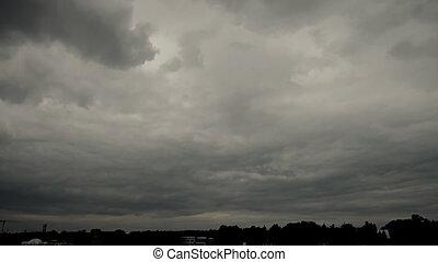 nuages sombres, tonnerre