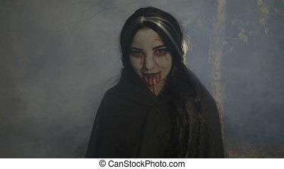 nuit, bois, sanglant, apprécier, vampire, femme, rire, brumeux, halloween, mal