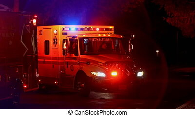 nuit, côté, ambulance, infirmiers, voiture, rue, garé