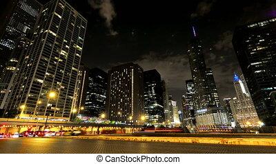 nuit, chicago, ville, voitures, gratte-ciel, croisement