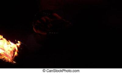 obscurité, danseur feu, en mouvement