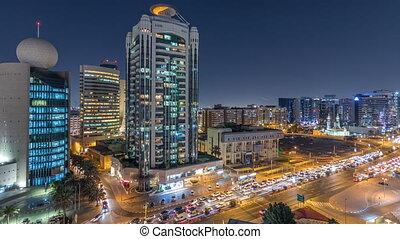 occupé, dubai, entouré, ruisseau, secteur, moderne, bâtiments, rue, trafic, nuit, timelapse