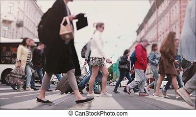 occupé, ville, marche, lent, coup, anonyme, foule, autobus, voitures, mouvement, rue, saint, grand, petersburg., vieux, travers