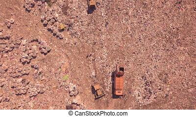 oeil, où, vue, gaspillage, décharge, déchets, montagnes, ukraine., problème, égale, machinerie, écologique, ménage, oiseau