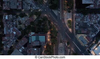 oeil, vue, downtown., mexique, light., aérien, voler, oiseaux, aérien, panoramique, mexico., trafic, bas, rues, sommet, bas, soir, ville, bourdon