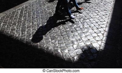 ombres, mouvement, trottoir, église, long, jambes, pélerins