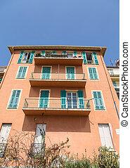 orange, vert, balcons, volets, stuc
