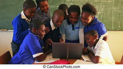 ordinateur portable, école, écoliers, 4k, township, leçon