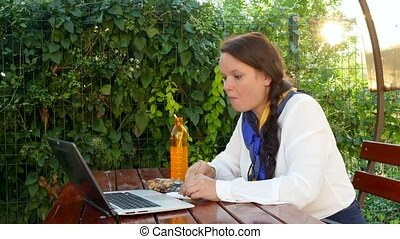ordinateur portable, femme, fonctionnement, business