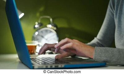 ordinateur portable, femme, fonctionnement, mains