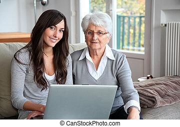 ordinateur portable, femme, informatique, jeune, personnes agées