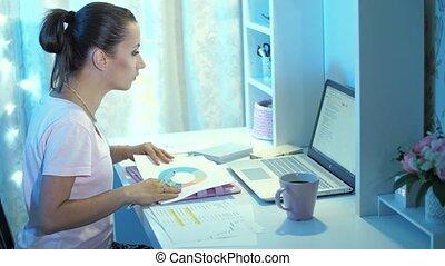 ordinateur portable, fonctionnement, nuit, femme, papiers