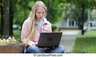 ordinateur portable, girl, blond, travail ordinateur, parc, jeune