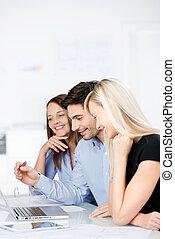 ordinateur portable, motivé, fonctionnement, equipe affaires