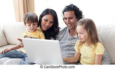 ordinateur portable, parents, enfants, leur, utilisation, affectueux