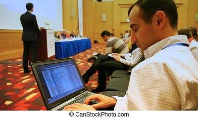 ordinateur portable, regarde, conférences, amikishiyev, elnur