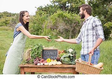 organique, légumes, femme, vente