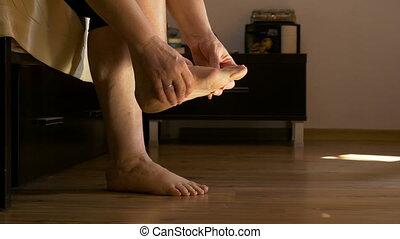orteils, séance, lit, femme, adulte, masser