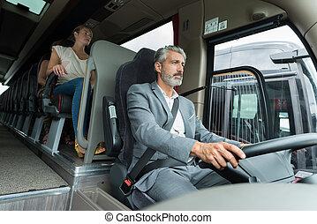 ou, chauffeur, autobus entraîneur