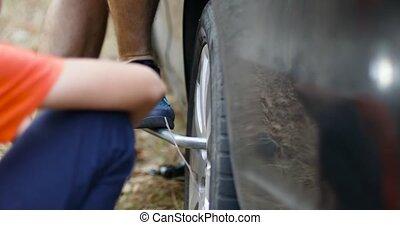 outillage, changer, tire., mains, voiture, après, vis, spécial, fermer, changement, fin, clé, remplacer, haut, pneu, cassé, plat